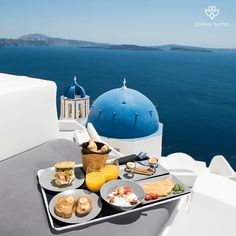 Luxury Suites Santorini combines a world of beauty and tradition! Imerovigli Santorini, Luxury Living, Luxury Travel, Most Beautiful Pictures, Food And Drink, Villa, Table Decorations, Breakfast, Simple