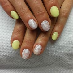Pin for Later: 25 Idées de Manucures Pour Ongles Courts