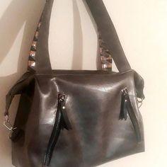 L'ATELIER DU FLAMANT ROSE sur Instagram: Ma cousine voulait un sac passe partout et moderne je lui ai donc réalisé un #javasmall patron de chez #sacotin auquel j ai apporté…