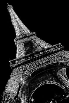 La Tour Eiffel a nuit. Black And White Wall Art, Black And White Aesthetic, Paris Black And White, Paris Wallpaper, Black Wallpaper, Black Aesthetic Wallpaper, City Aesthetic, Paris Eiffel Tower, Black And White Photography