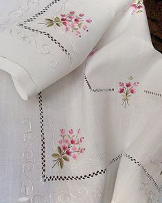 Machine Embroidery Design Flower bouquet in Hand Embroidery Designs, Ribbon Embroidery, Cross Stitch Embroidery, Embroidery Patterns, Star Quilt Patterns, Cross Stitch Patterns, Sewing Hacks, Sewing Projects, Loom Knitting Stitches