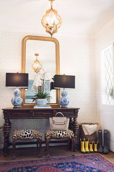 Entryway style by House of Harper - classic homedecor entryway 265360603028236629 Design Entrée, House Design, Wall Design, Design Trends, Hallway Decorating, Interior Decorating, Unique Home Decor, Diy Home Decor, Classic Home Decor