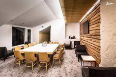 Modernit sauna- ja edustustilat sopivat mainiosti myös kokouksiin ja neuvotteluihin.