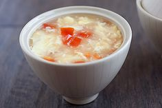 Egg drop soup - easy recipe with only 3 ingredients: eggs, tomatoes, and chicken broth. Quick egg drop soup recipe that takes 10 mins | rasamalaysia.com