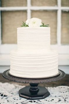 The EXACT wedding cake that I want for my wedding. Minus the roses though. The side texture is perfect! Going to decorate this with baby's breath. ^^ But haven't make up my mind on the colour though. It should be either in white, ivory or cream?
