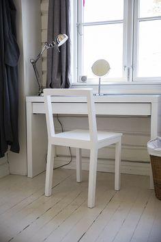 En enkel stol. Built by Eivind Stoud Platou Photo: Colin Eick From the book «Bygg selv – håndbok i hjemmesnekring av møbler», Kagge forlag (2016)