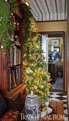 Designer Scot Meacham Wood decorates with simple, fresh greenery mixed with interesting woodsy details, like pinecones. - Photo: John Merkl / Design: Scot Meacham Wood