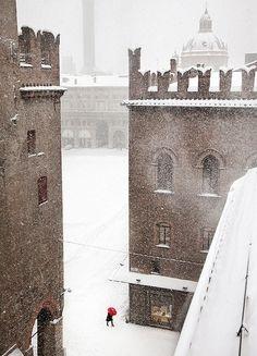 theminimalisto:  Snowing in Bologna.