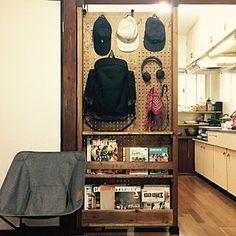 男性で、On Walls/DIY/キャップ/有孔ボード/ディアウォール/キャップ収納/有孔ボードのパーテーション/かばん掛け/ディアウォール棚についてのインテリア実例。 (2017-05-28 06:14:46に共有されました) Japanese Apartment, Game Room Furniture, Room Interior, Interior Design, Tidy Up, Japanese House, House Rooms, Diy Kitchen, Shelving