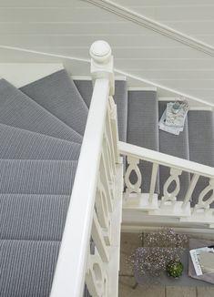 Best Carpet Runners For Stairs Wall Carpet, Diy Carpet, Grey Stair Carpet, Carpet Staircase, Hallway Carpet, Modern Carpet, Textured Carpet, Patterned Carpet, Silver Grey Carpet