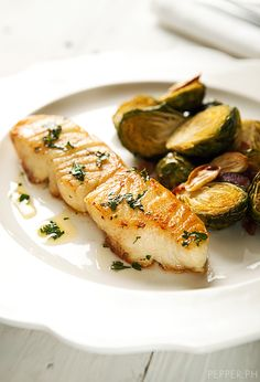 [Coño Kitchen] Pan-Seared Chilean Sea Bass You'll Definitely Want to Make Luto… Fish Dishes, Seafood Dishes, Fish And Seafood, Fish Recipes, Seafood Recipes, Cooking Recipes, Healthy Recipes, Chilean Sea Bass Recipe Pan Seared, Sprouts With Bacon