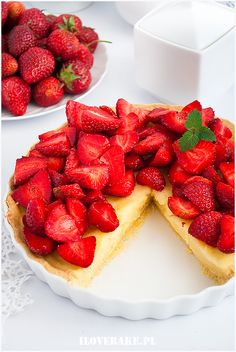 Tarta z truskawkami i budyniem - I Love Bake Cheesecake, Strawberry, Food And Drink, Sweets, Candy, Fruit, Cooking, Desserts, Recipes