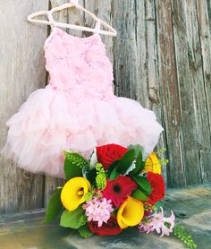 Dance recital  - presentation flower bouquet Send Flowers Online, Dance Recital, Girl Dancing, Flower Making, Spring Flowers, Picture Ideas, Presentation, Tulle, Bouquet