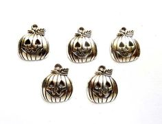 5 Antique Silver Jack-O-Lantern Charms - 21-58-5 by TreeChild1 on Etsy