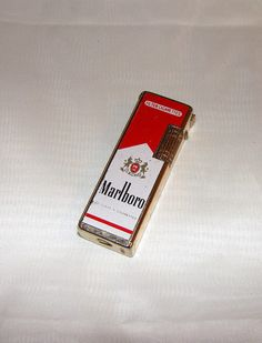 Lighter / Marlboro Red Vintage Cigarette Lighter / 20 Class $36