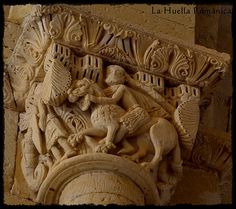 Capitel Sanson desquijarando al leon, ermita de Santa Cecilia, Aguilar de Campoo