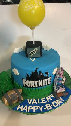 Chocolate and vanilla cake 10th Birthday Cakes For Boys, 14th Birthday Party Ideas, 9th Birthday, Pastel Minecraft, Xbox Cake, Chocolate And Vanilla Cake, Cake Tutorial, Christmas Desserts, Party Cakes