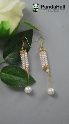 PandaHall video: earrings with pearls and threads - Vidéos - Wire Jewelry Designs, Handmade Beaded Jewelry, Jewelry Patterns, Earrings Handmade, Beaded Earrings, Beaded Bracelets, Earring Crafts, Homemade Jewelry, Bead Jewellery
