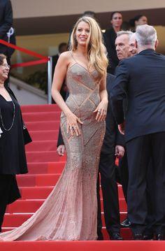 Quand la mode vibre au tempo du cinéma, stars et étoiles orchestrent le plus glamour des chassés-croisés. Tops, actrices et égéries ont foulé le tapis rouge cannois habillés de robes étincelantes repérées sur les podiums des Fashion Weeks ou réalisées sur-mesure pour l'occasion. Retour en images sur les plus belles robes de la 69ème cérémonie du Festival de Cannes.