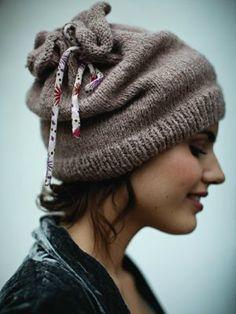 49930cfd868c Un blog qui parle tricot, couture, mode · Modèle Tricot Bonnet FemmeBonnet  ...