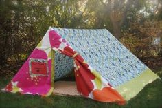 Simple handmade A-frame tent using PVC pipes and a duvet. Projects For Kids, Crafts For Kids, Diy Projects, Diy Crafts, Project Ideas, Picnic Blanket, Outdoor Blanket, Blanket Fort, A Frame Tent