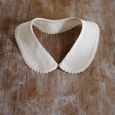 Vintage cream peter pan dress collar detachable scallop edged silk stripe.