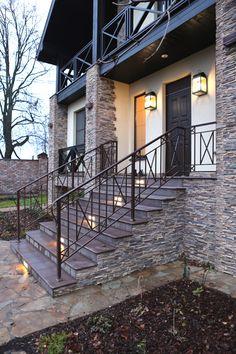 Wrought iron handrails for outside steps / Вот такое крылечко. #Перила Как Вам? Ещё кованые изделия: http://www.metal-made.ru/catalog/