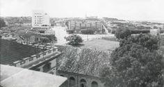 O prédio ao centro da imagem é o edifício Tartaruga, erguido no período áureo da borracha e tombado pelo Instituto do Patrimônio Histórico e Artístico (IPHAN). Acervo: Biblioteca Samuel Benchimol.
