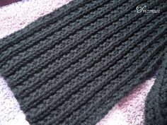 Here is a soft scarf set and cap easy to make and fast with big needles. I knitted this scarf . Beginner Knitting Projects, Easy Knitting, Knitting Stitches, Knitting Ideas, Crochet Books, Crochet Yarn, Knitting Quotes, Manta Crochet, Knitting Accessories