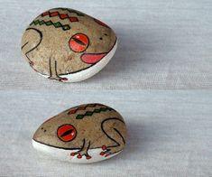 amazing animal painting on the rock Pebble Painting, Pebble Art, Stone Painting, Stone Crafts, Rock Crafts, Arts And Crafts, Painted Rock Animals, Hand Painted Rocks, Painted Stones