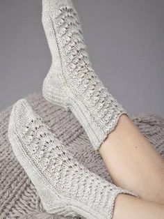 Lovely socks by Novita. Diy Crochet And Knitting, Knitted Slippers, Knitting Charts, Crochet Slippers, Knitting Socks, Free Knitting, Baby Knitting, Knitting Patterns, Lace Socks
