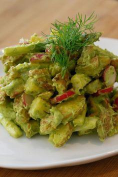 """Het lekkerste recept voor """"Aardappelsalade met groene asperges en avocado"""" vind je bij njam! Ontdek nu meer dan duizenden smakelijke njam!-recepten voor alledaags kookplezier!"""