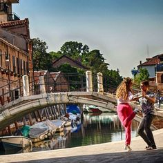The last time we were in #Venice during our #honeymoon trip I couldn't #dance because of a small leg trauma. Back then it was the first time I saw people #dancing #tango on a small #piazza. I fell in #love. So now we're back. And we #dancetango. . . . . . . . #italy #inspiration #summer #justmarried #traveldiary #travelling #instatravel #travel #венеция #италия #путешествия #танцы #танго http://gelinshop.com/ipost/1524833424123412469/?code=BUpS-uahL_1