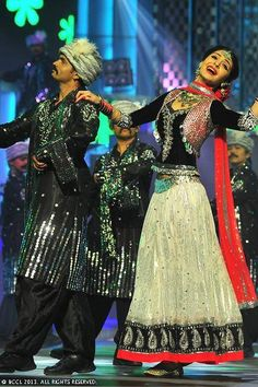 Anushka Sharma shows her dance skills during 58th Idea Filmfare Awards 2013, held at Yash Raj Films Studios in Mumbai