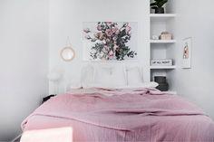 Bedroom in pink  Styling @dreamdesign.sthlm Photo @fotograf.per.orchideen For sale by @erikolssonsthlm