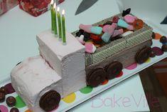 Kaverisynttäreillä kakun virkaa toimitti jätskistä rakennettu kuorma-auto, joka oli lastattu täyteen karkkia. Huipputärkeä homma pienelle ku...