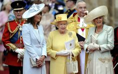 I think the Queen looks lovely in yellow :)