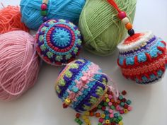 Crochet Christmas decorations use up yarn leftovers Crochet Ball, Freeform Crochet, Crochet Home, Crochet Trim, Crochet Motif, Diy Crochet, Crochet Stitches, Crochet Christmas Decorations, Handmade Decorations