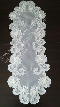 This Pin was discovered by Sa Crewel Embroidery, White Embroidery, Embroidery Patterns, Machine Embroidery, Crochet Flower Patterns, Crochet Flowers, Hobbies And Crafts, Diy And Crafts, Cutwork Saree