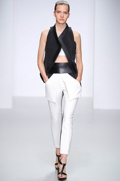 3 Looks: my #LFW picks from #DavidKoma. The designer continues to tweak his body-con formula a with rigorous black & white palette, asymmetrical hems and Japanese armor-inspired harness details.