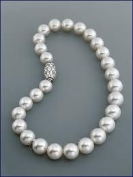 Mikimoto pearl necklace...so elegant