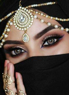 Girl with a beautiful eyes Arabian Eyes, Arabian Makeup, Arabian Beauty, Arabian Nights, Indian Wedding Jewelry, Indian Bridal, Pearl Headpiece, Headpiece Jewelry, Jewellery