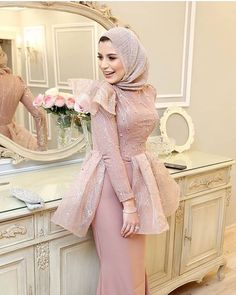 Image may contain: 1 person, standing and indoor Hijab Prom Dress, Hijab Evening Dress, Hijab Style Dress, Hijab Wedding Dresses, Prom Dresses With Sleeves, Simple Dresses, Pretty Dresses, Evening Dresses, Dress Wedding