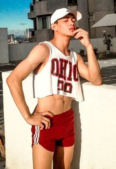 What do you think, Bryce? He does cropped quite well, eh? Gay Outfit, Pride Outfit, Super Moda, Mens Crop Top, M Jack, Pretty Boys, Beautiful Boys, Boys Underwear, Queer Fashion