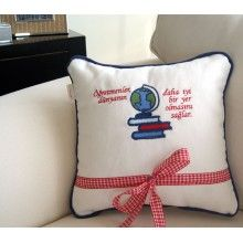 Sınıfça hediye edebilceğiniz bir yastık #öğretmenehediye Throw Pillows, Bed, Toss Pillows, Cushions, Stream Bed, Decorative Pillows, Beds, Decor Pillows, Scatter Cushions