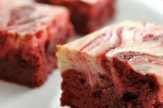 Oh my GOD! me quiero casar con estos red-velvet cheesecake brownies!!