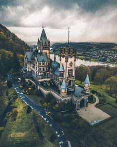 Tag 🌿🌺📷 Location 🏰 Pic chosen by Admin 😎 Fairytale House, Berlin City, Germany Castles, Heart Of Europe, Beautiful Architecture, Germany Travel, Location, Cool Places To Visit, Cathedral