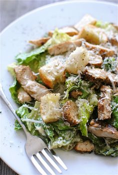 Chicken Caesar Salad Classic Chicken Caesar Salad-This sounds so good right now.Classic Chicken Caesar Salad-This sounds so good right now. I Love Food, Good Food, Yummy Food, Caesar Salat, Cuisine Diverse, Clean Eating, Healthy Eating, Cooking Recipes, Healthy Recipes