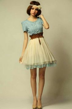 super cute vintage inspired outfit!! minus the duck face and its perfect!!<3