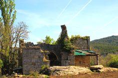 NAVAS DE SOBREMONTE (Aguilar de Campoo).-Se encuentra este lugar a dos kilómetros de Villanueva de Henares y se despobló por completo en 1970. Doce años más tarde, en 1982, se instalaba allí un vecino. - © Orígenes